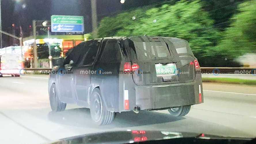 Шпионы поймали 7-местный Jeep Compass, который не станет «грандом»