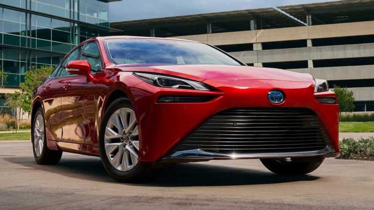 2021 Toyota Mirai lead image