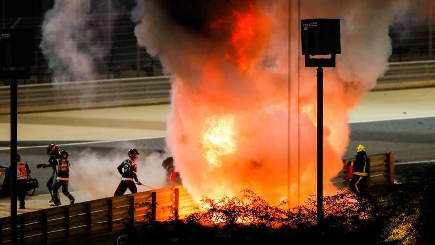 Impressionante! Grosjean bate, carro parte ao meio, explode e ele sai andando; veja