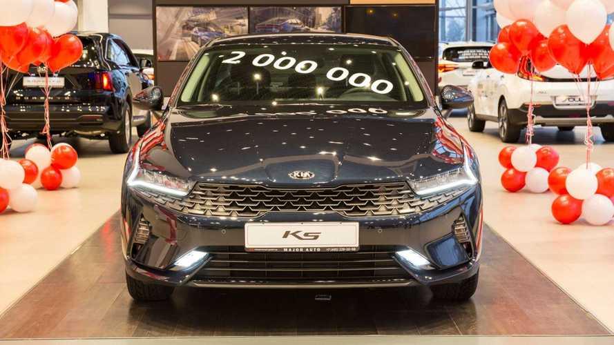 Kia продала в России 2 000 000 автомобилей, заметно обогнав Renault