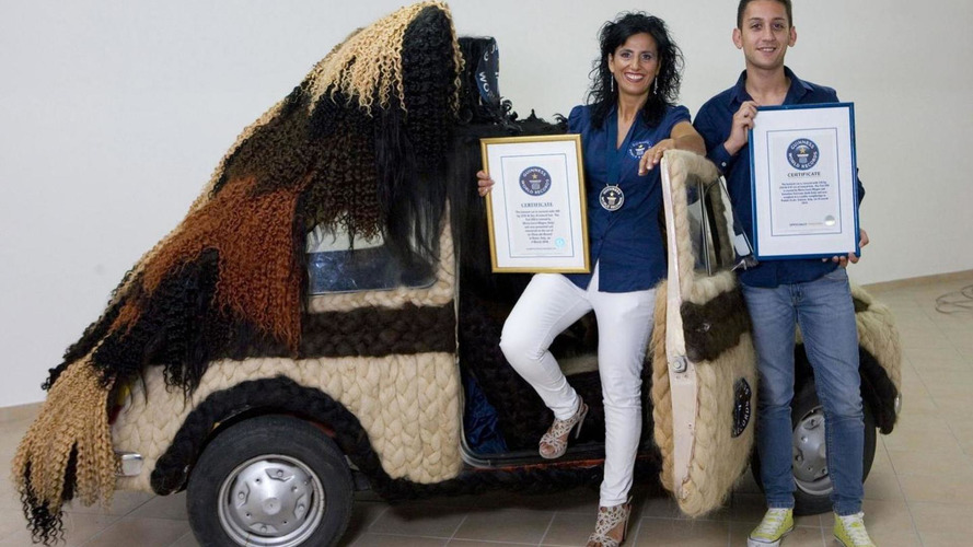 Classic Fiat 500 entirely covered in human hair weighing 20 kg [video]