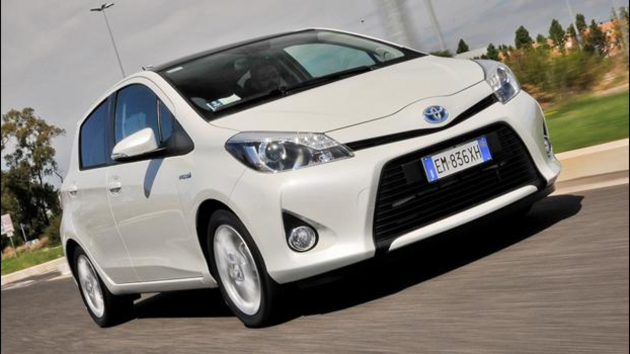 [Copertina] - Toyota Yaris Hybrid, cittadina perfetta