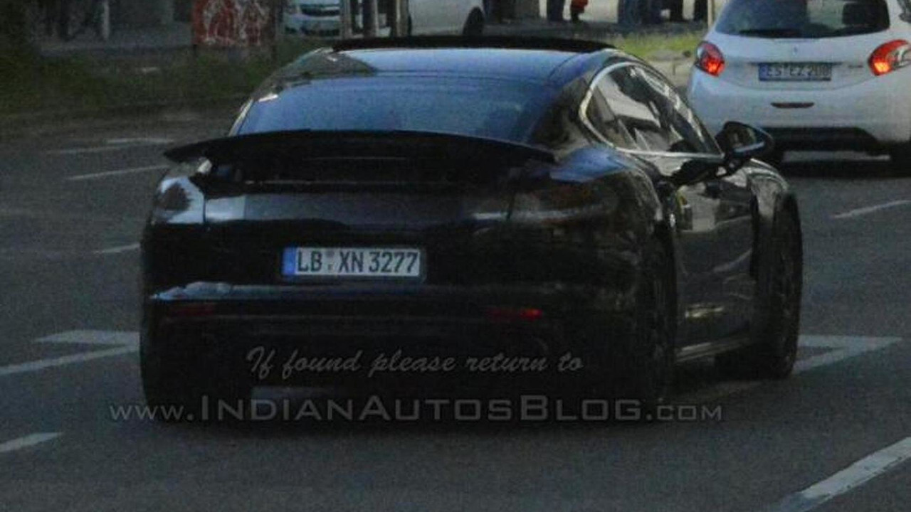 2016 Porsche Panamera spy photo / IndianAutosBlog