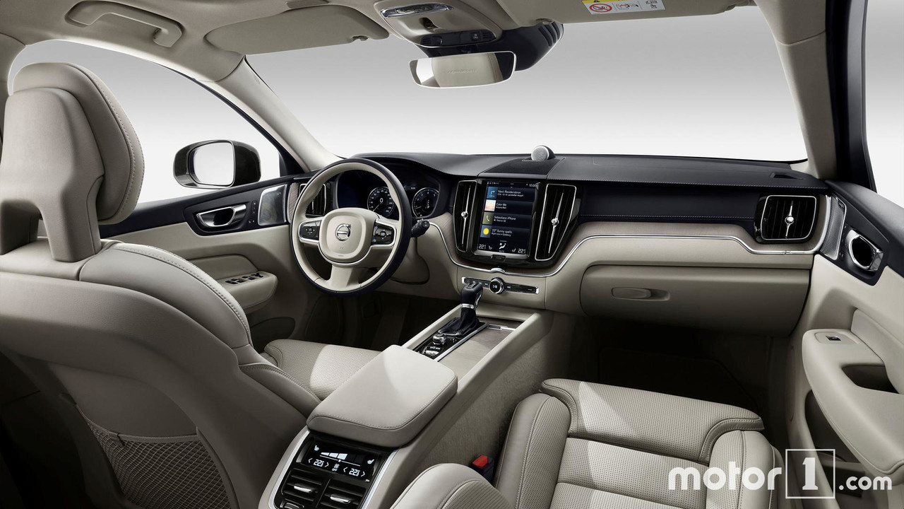 Volvo 40 1 Interior >> Volvo Xc40 Vs Xc60 How The New Little Swede Stacks Up