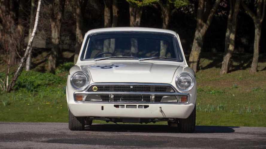 Un Lotus Cortina de 1965, conducido por Stewart e Ickx, a la venta