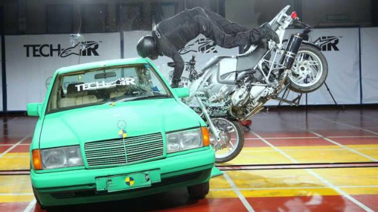 BMW e Alpinestars insieme per l'airbag da moto