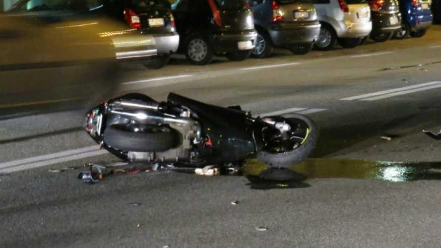 Roma: si schianta contro un muro senza patente e su scooter rubato