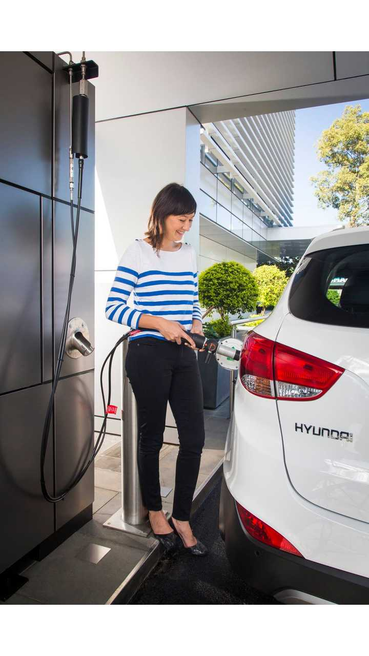 Hyundai Tucson ix35 at hydrogen refuelling station