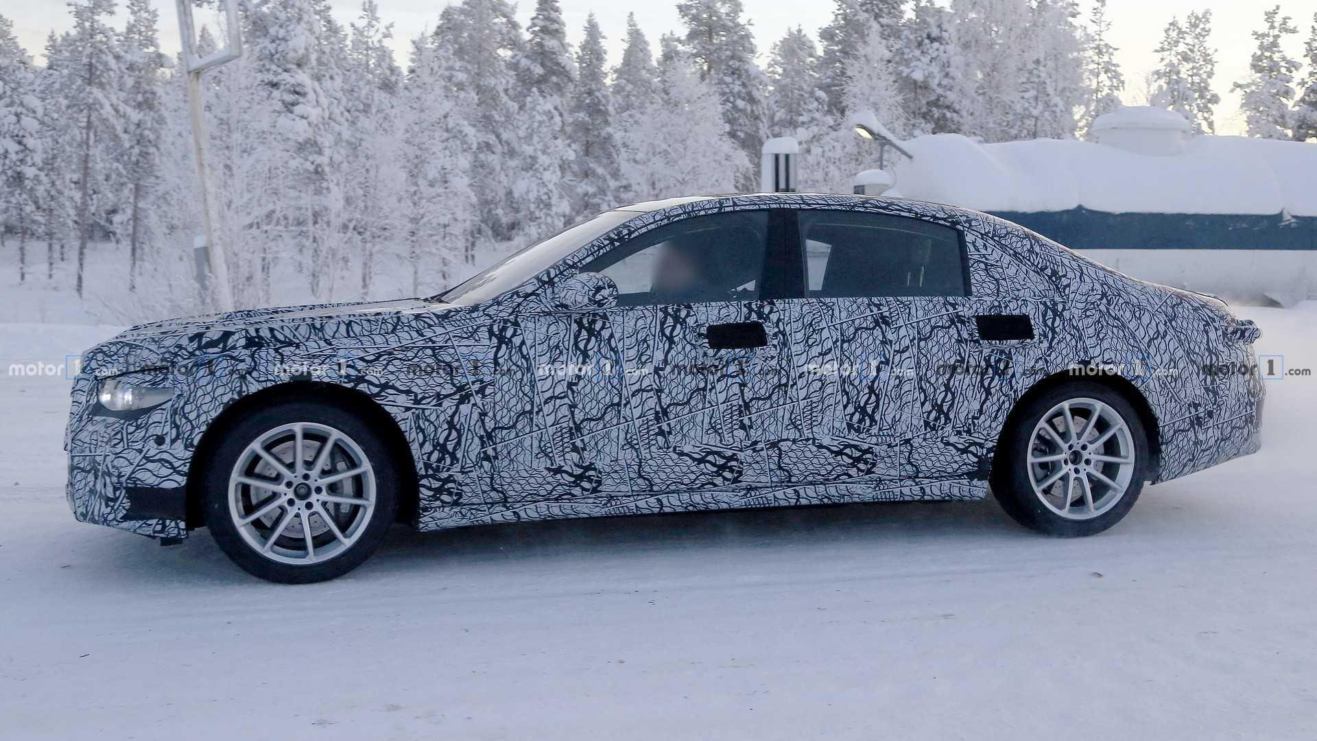 Protótipos da Classe S 2020 são flagrados em testes de inverno 2020-mercedes-s-class-spy-photo