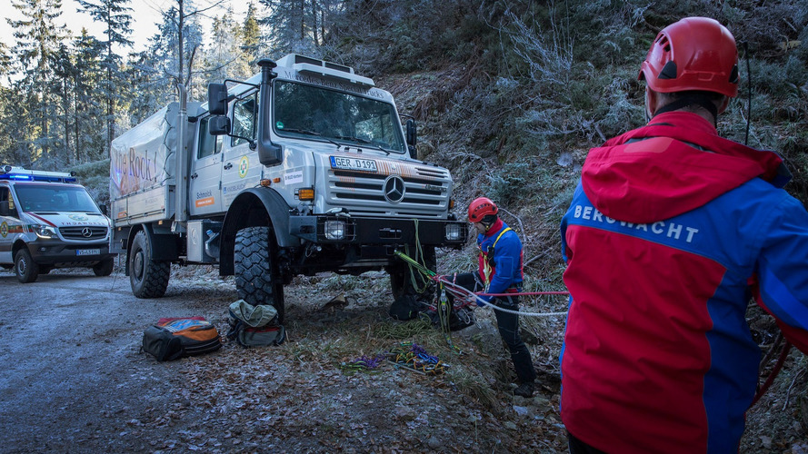 German Skiers Are Safe Thanks To Unimog Rescue Truck