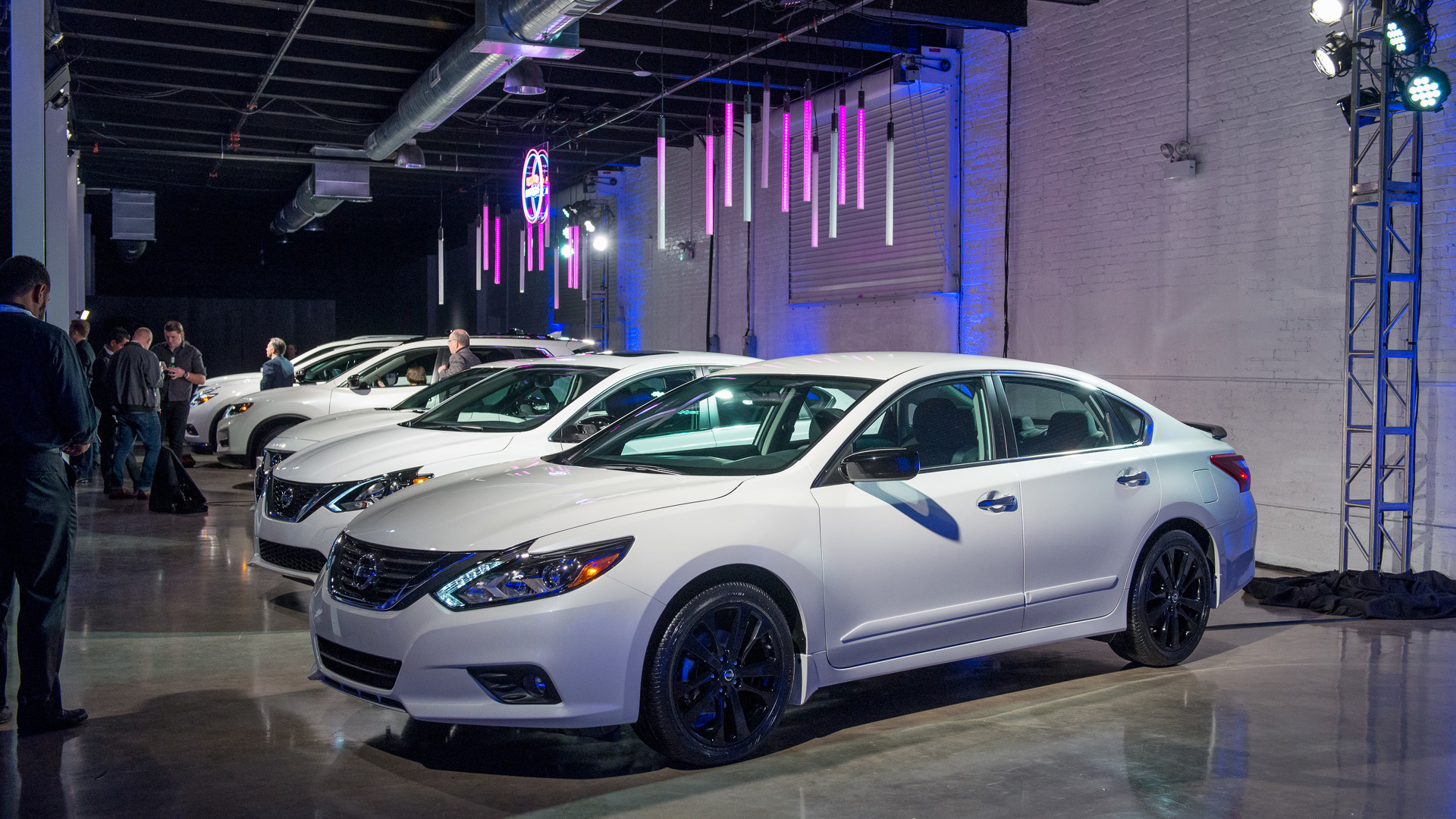 2017 Nissan Altima Midnight Edition >> Nissan Offers Midnight Edition Package For Six Models