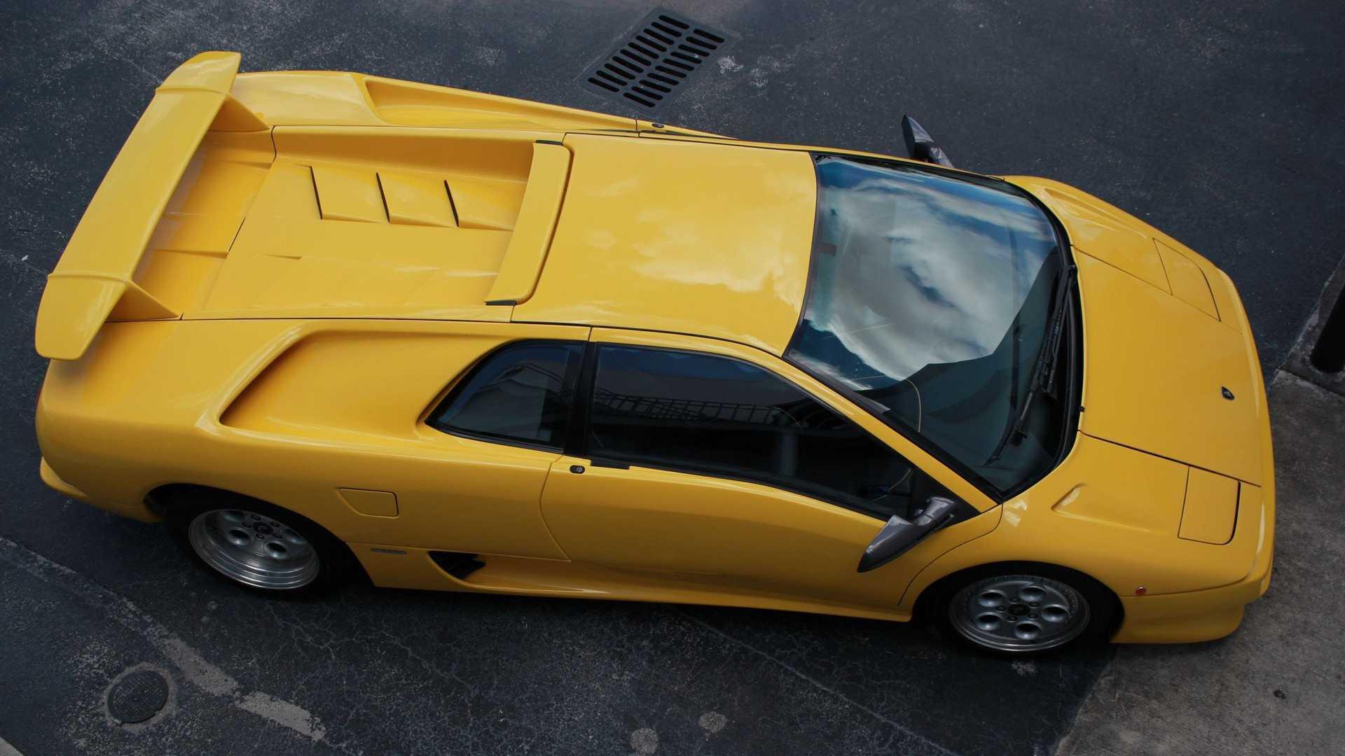 "[""Have A Devil Of A Time In This 1992 Lamborghini Diablo""]"
