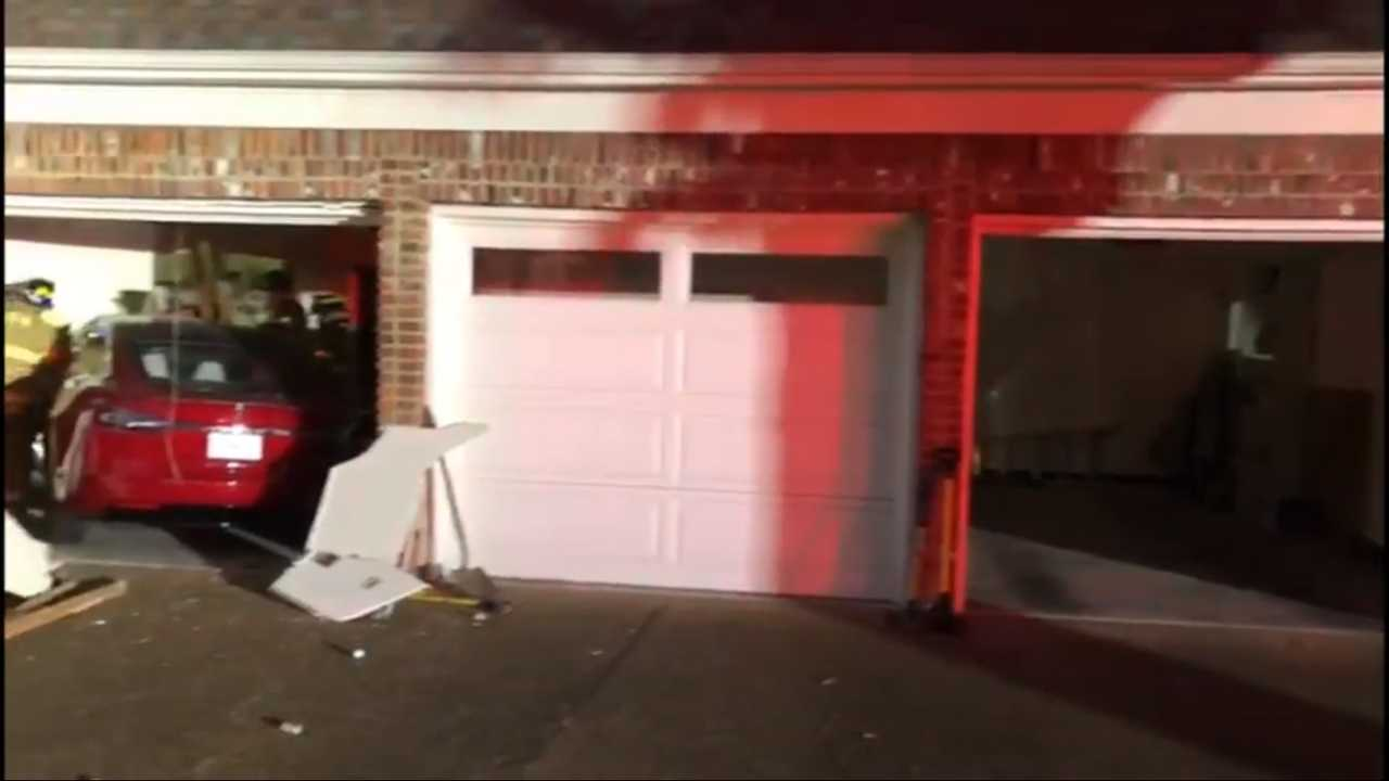 Check The Images Of The Tesla Model X Crash In Memphis