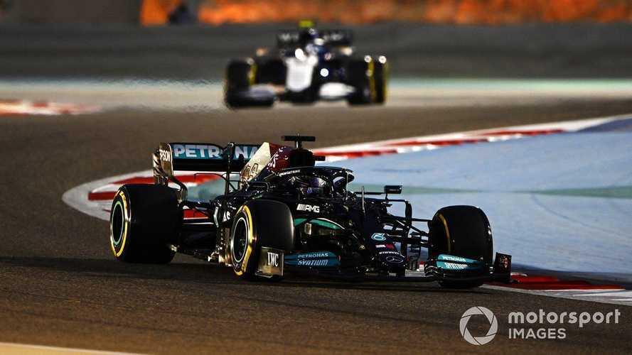 Hamilton se lleva un polémico duelo con Verstappen en Bahrein