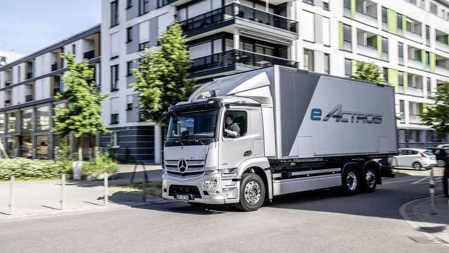 Mercedes-Benz, presentato ufficialmente l'elettrico eActros