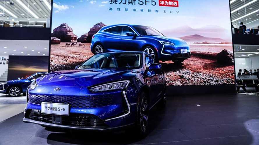 Huawei presenta la sua prima auto, un SUV ibrido plug-in