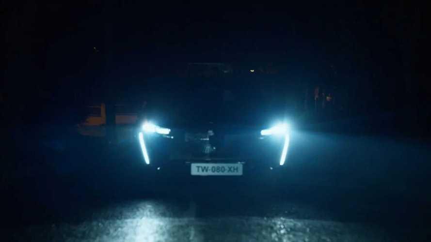 """Peugeot 308 2022 mostra novo logotipo e LEDs do tipo """"garras de leão"""" em teaser"""