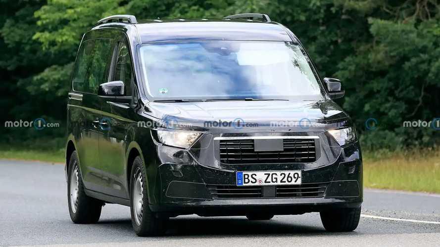 Yeni Ford Tourneo Connect İlk Casus Fotoğraflar