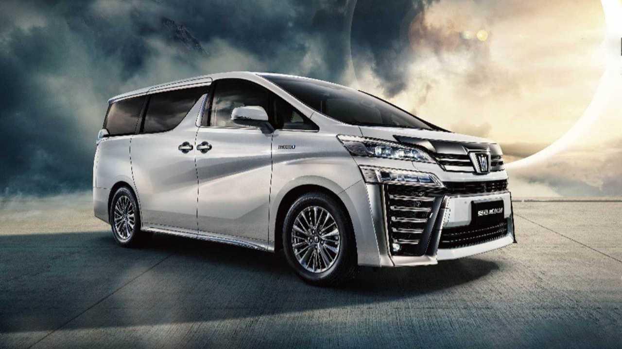 Toyota Crown стала не только кроссовером, но и минивэном