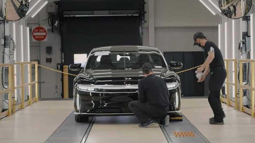 Lucid mostra produção do elétrico Air; teria mais qualidade que a Tesla?