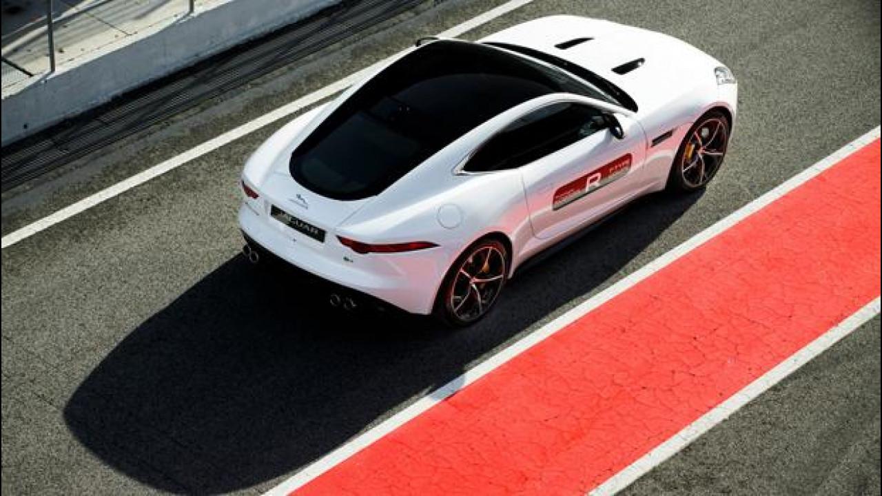 "[Copertina] - Jaguar F-Type Coupé R, un ""mostro"