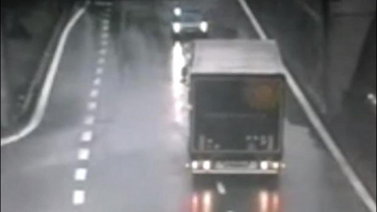 [Copertina] - Contromano con il suo TIR per 4 chilometri di autostrada [VIDEO]