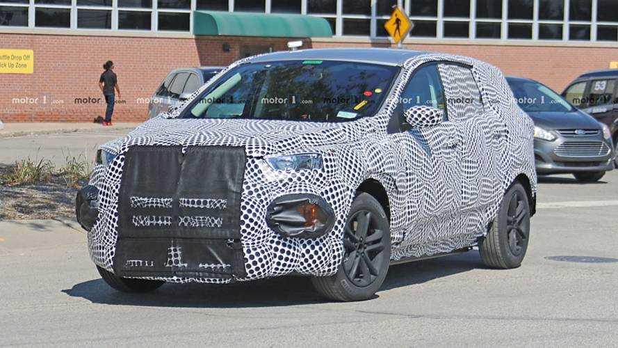 Ford Mach 1, la Mustang studia da SUV
