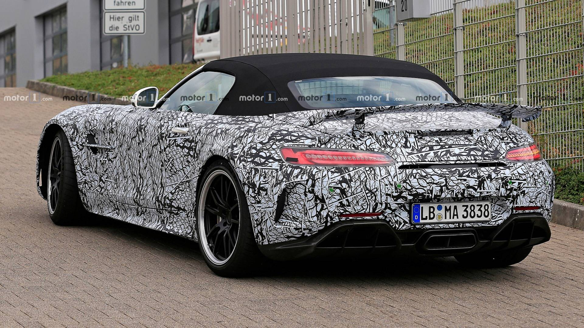 2014 - [Mercedes-AMG] GT [C190] - Page 30 Mercedes-amg-gt-r-roadster-spy-photo