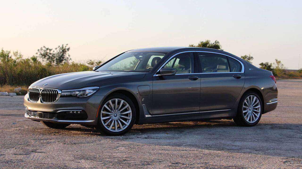 3. 2018 BMW 740e xDrive iPerformance