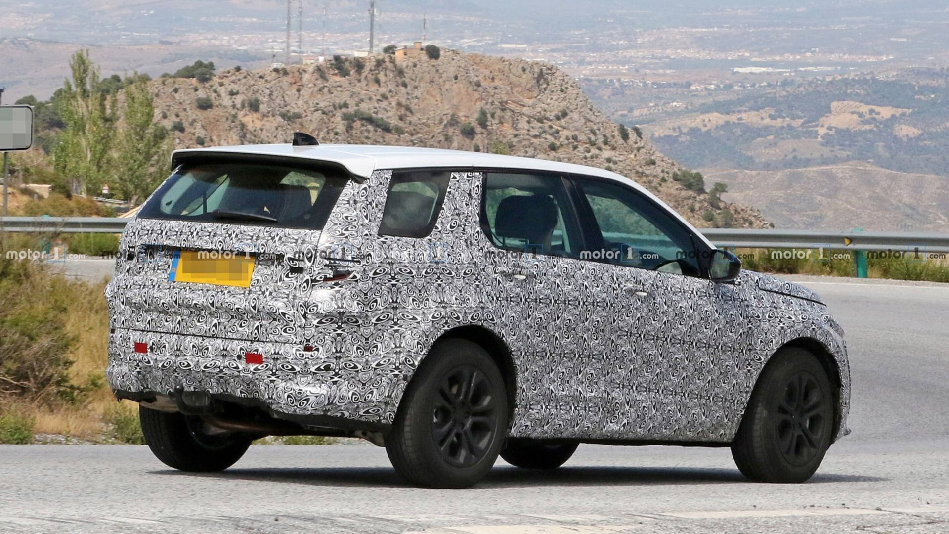 2014 - [Land Rover] Discovery Sport [L550] - Page 12 2019-land-rover-discovery-sport-spy-photo