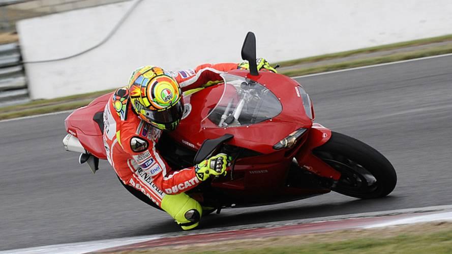 Video: Rossi rides stock 1198