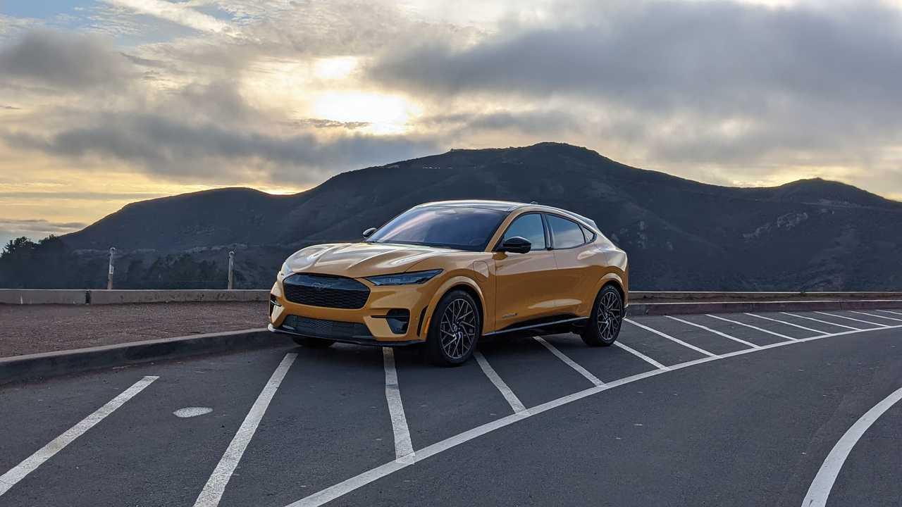 Mustang Mach-E GT en Cyber Orange Métallisé