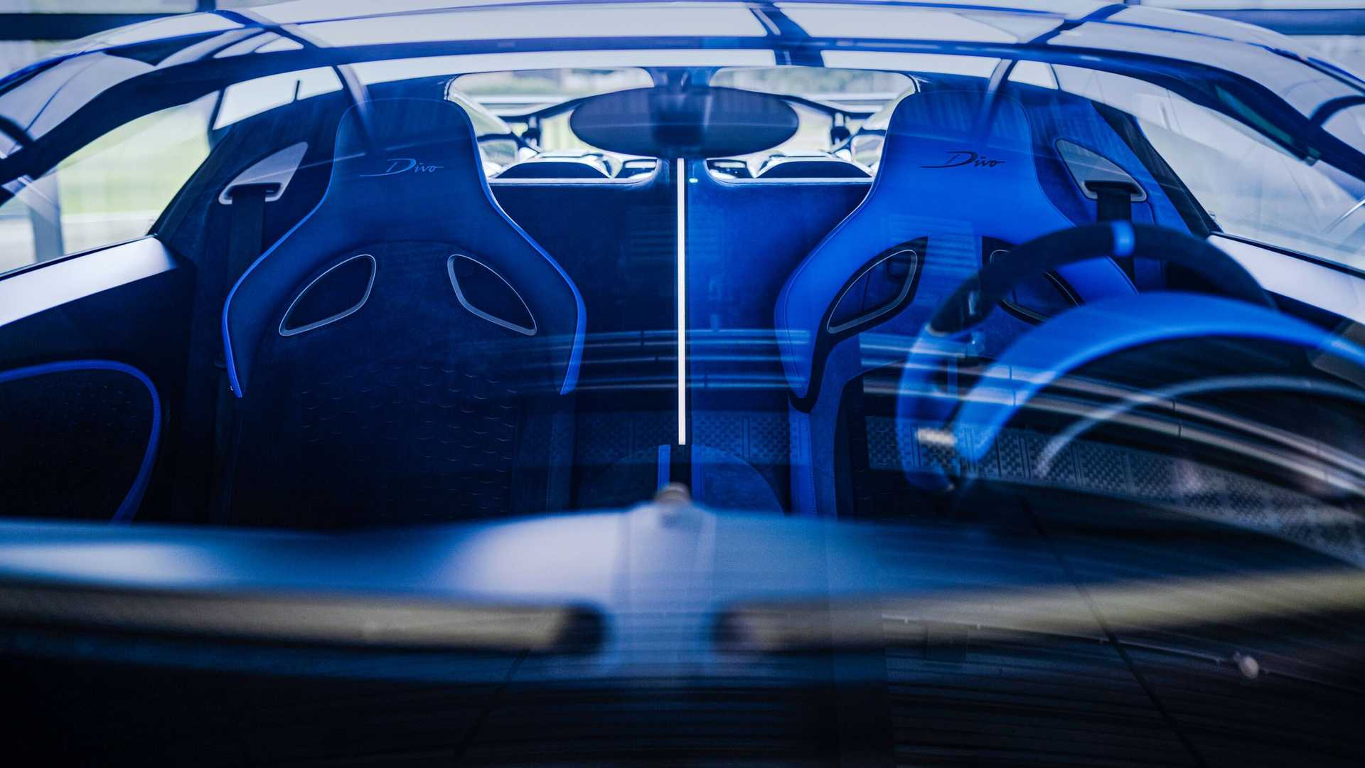 https://cdn.motor1.com/images/mgl/yrP3l/s6/bugatti-divo-interior-view.jpg