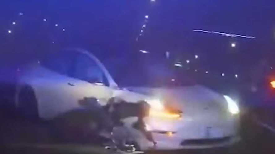Közzétette a rendőrség a felvételt egy újabb önvezető Tesla balesetéről