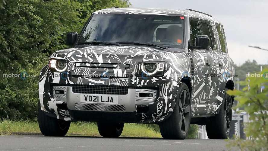 Шпионские фото трехрядного Land Rover Defender