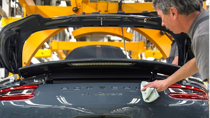 Porsche dà un bonus di 9.300 euro ai dipendenti