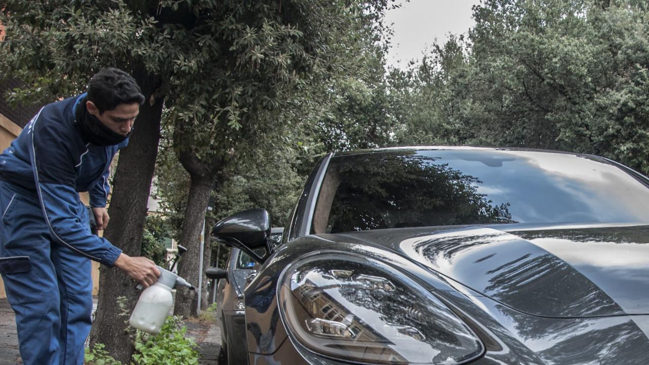 Il servizio di lavaggio auto a domicilio WashOut