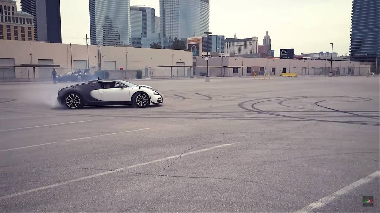 Bugatti Veyron Drifting