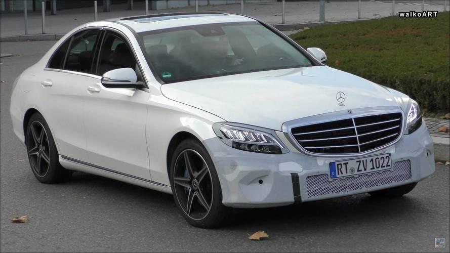 VIDÉO - La Mercedes Classe C restylée montre ses nouveaux feux à LED