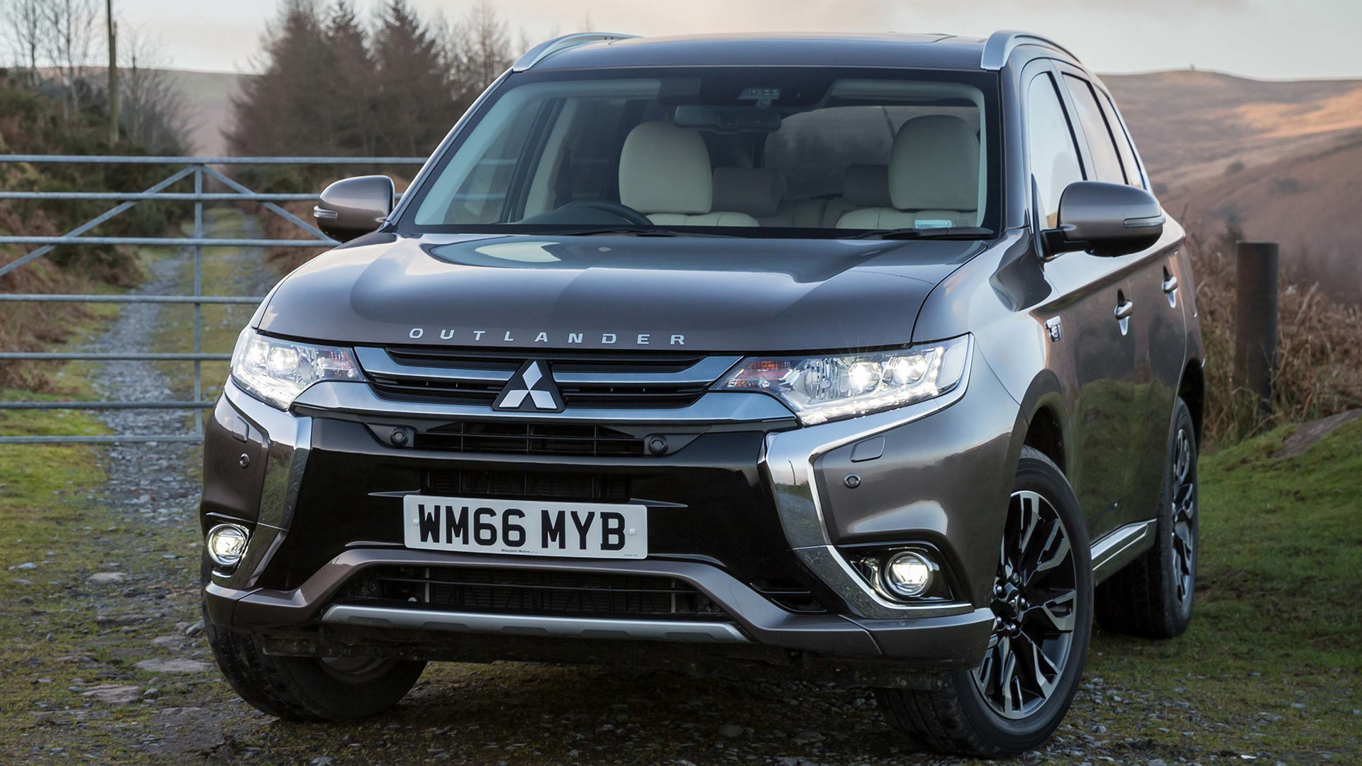 2015 Mitsubishi Outlander Review Lags Behind Rivals Tech Info