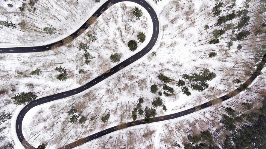 Kış şartlarında spor otomobil kullanmak