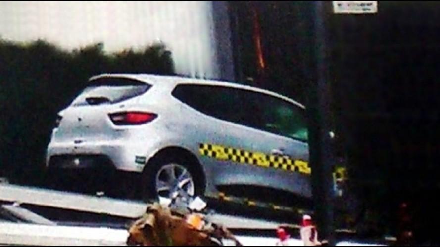 Segredo: Flagra mostra traseira e lateral do Novo Renault Clio