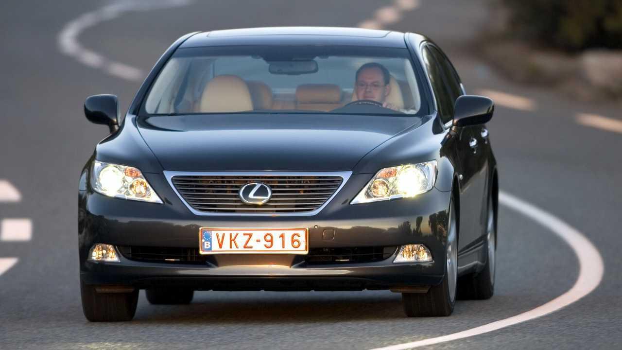 2007 – Lexus LS460