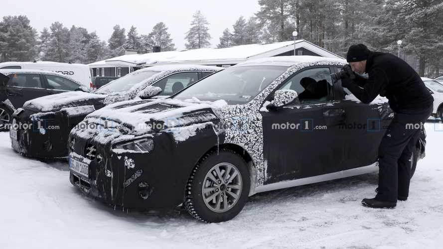 Hyundai i30 facelift interior spy photos