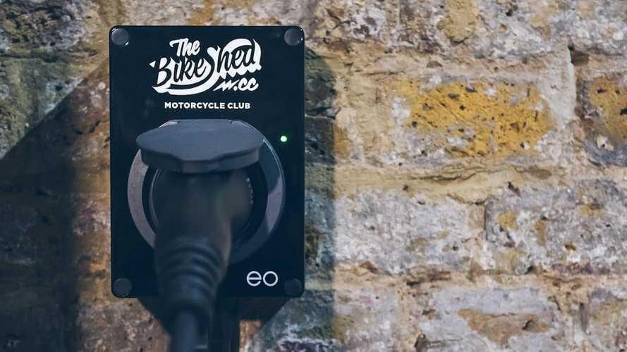 Al Bike Shed di Londra la prima colonnina solo per moto elettriche