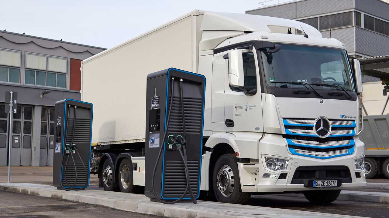 Mercedes-Benz eActros fast charging