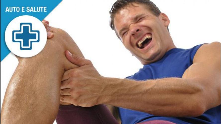 Crampo alla gamba in auto, cosa fare per evitare incidenti