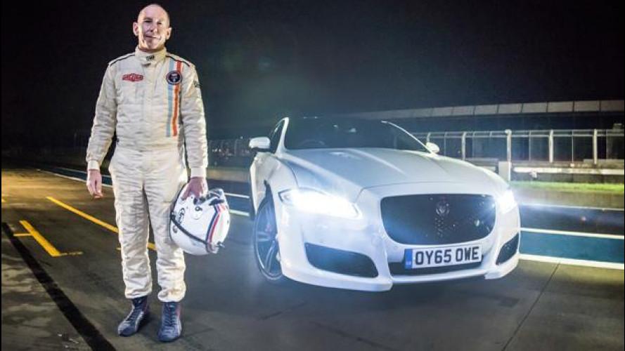 Jaguar XJ, il giro notturno a Silverstone [VIDEO]