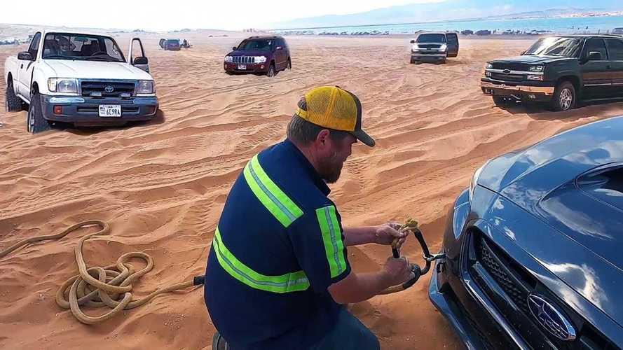 Посмотрите на спасение 7 машин, застрявших в одной песочнице