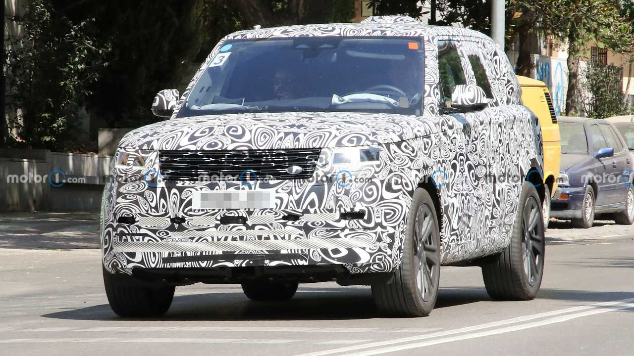 New Range Rover SVR spied